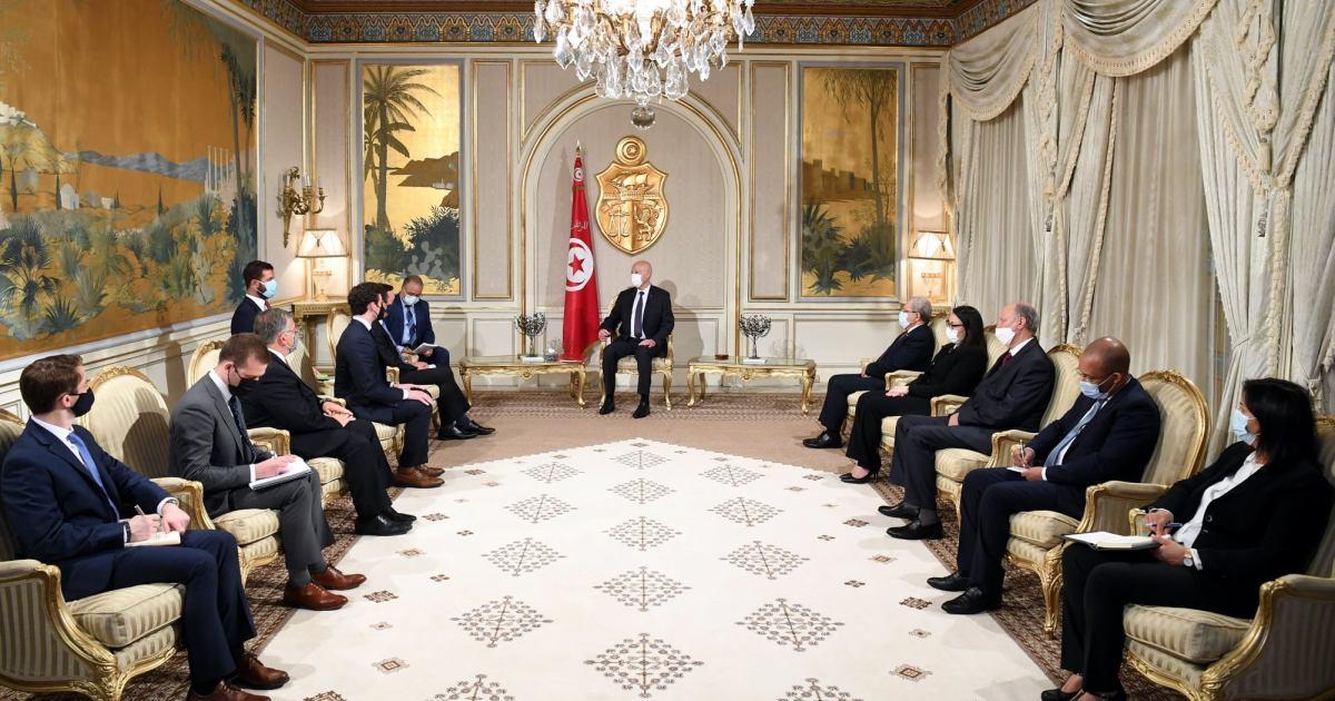 الرئيس التونسي يدافع عن الإجراءات الإستثنائية خلال لقائه وفدا من الكونغرس