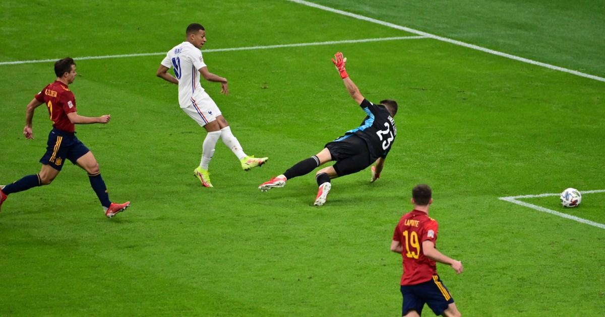 ماذا يخبرنا قانون كرة القدم عن هدف مبابي المثير للجدل في فوز فرنسا على إسبانيا؟
