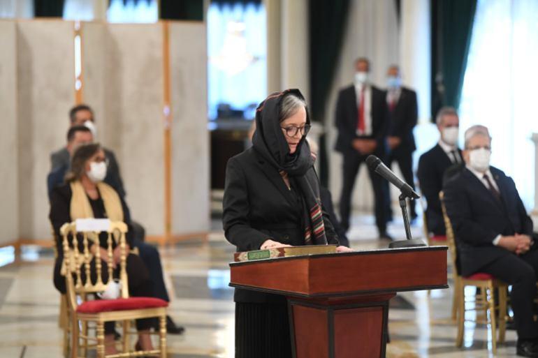 New Tunisian government sworn in